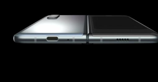最新的三星GalaxyFold2渲染器以更大的屏幕显示更新的设计