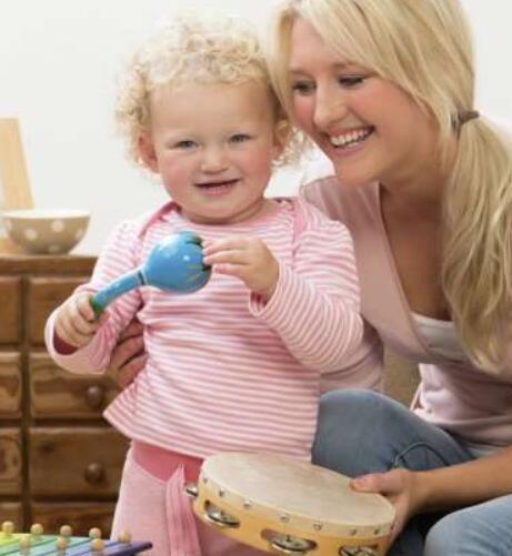 与孩子一起演奏音乐比共享阅读更能有益于他们的发展