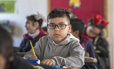 班上最小的学生对生活的满意度较低