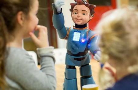 小学生可以通过社交机器人学习而受益