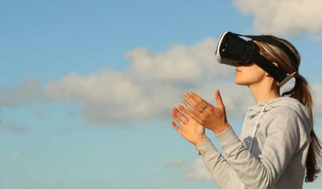 在课堂上VR比视频和教科书更具吸引力