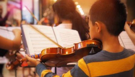 尽早学习音乐可以让您的孩子成为更好的阅读者