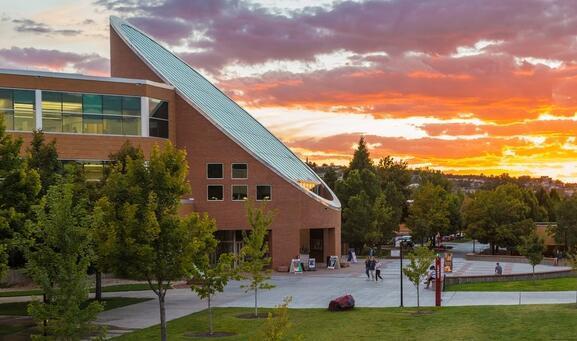 犹他州的一所大学如何以9000美元的价格提供在线学士学位