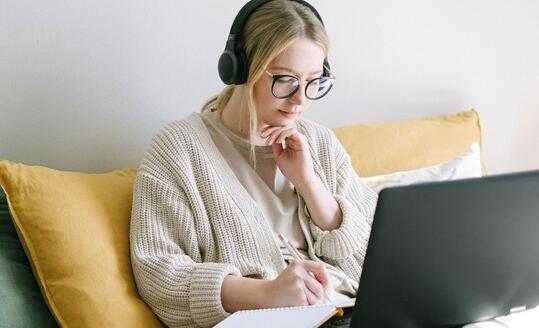 教师对在线学习的信心在今年夏天有所增长
