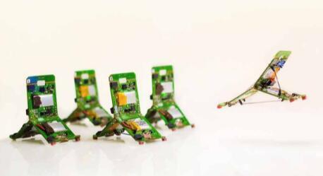 微型机器人协同工作完成复杂任务