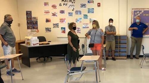 CDC学生可以保持3英尺的社交距离但有一些例外