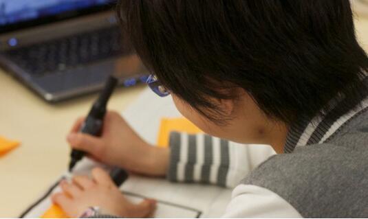 如何帮助学生应对反亚洲种族主义