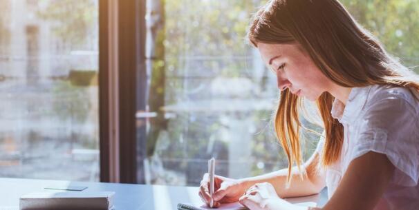 成人课程教授学生生活技能从纳税到管理压力