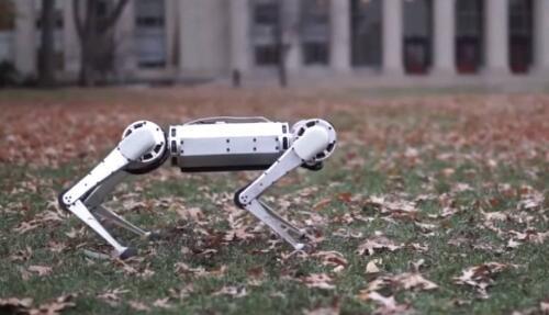 麻省理工学院迷你猎豹机器人炫耀后空翻和俯卧撑等