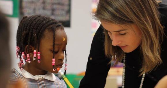 教师队伍多样化将职前与高优先级问题中的后期表现联系起来