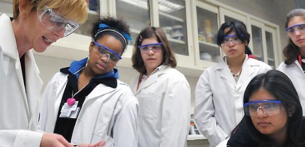 STEM学生艺术提高了我们的软技能